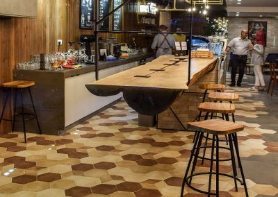 Reference oak wood | Amman Jordan - by air freight Oak trunk plank with smoked oak butterfly for the hip Melange Coffee House